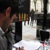 Estudiando en un café de Paris