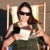 En la playa leyendo a Spinoza